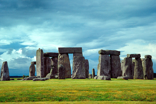 Stonehenge. Licensed under CC BY 2.5 via Wikimedia Commons